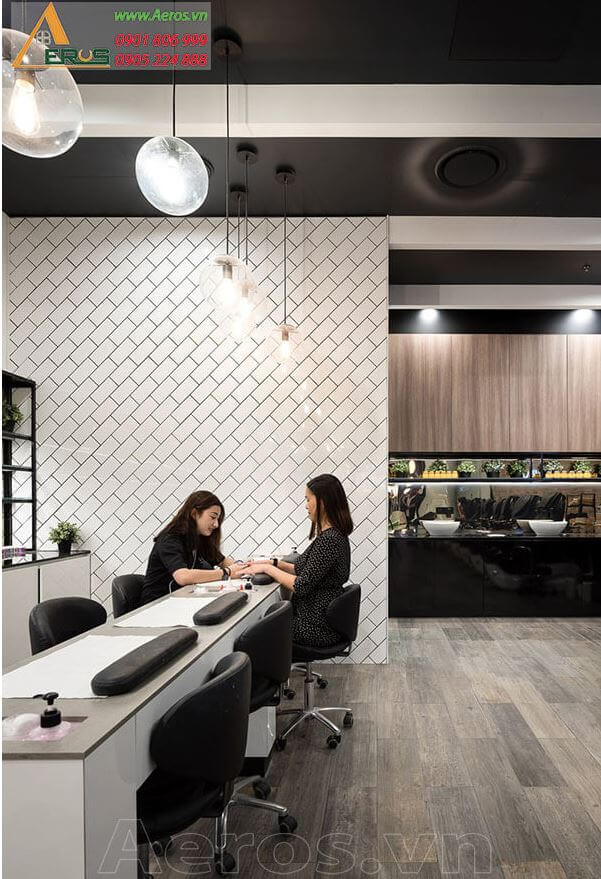 Thiết kế cửa hàng nails Liquid Nail Bar của chị Tuyền tại quận 1